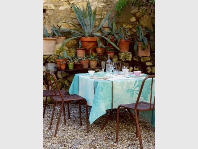 Une nappe couleur d'azur pour une table tropicale - Table d'été