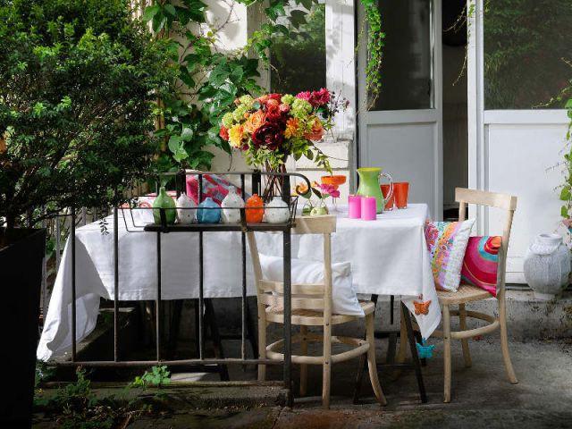 Une nappe blanche à accessoiriser pour une table pleine de pep - Table d'été