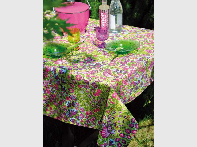 une toile cire aux petits motifs colors pour une table sucre - Toile Ciree Pour Table De Jardin