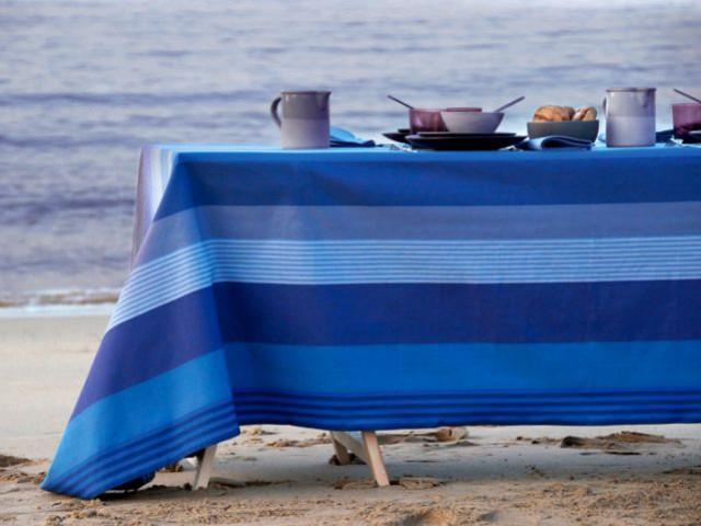 Un bleu profond pour une table marine - Table d'été