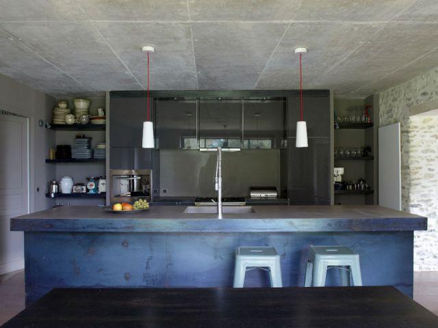 Après : une cuisine au look industriel - Rénovation Rambouillet - grange