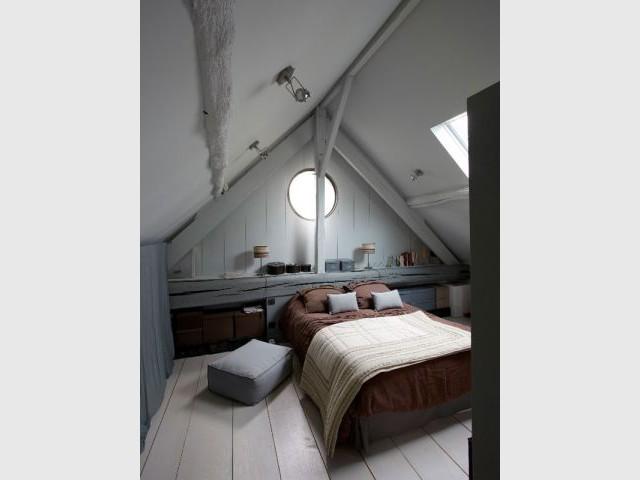 """Après : une chambre parentale au look """"cabane de pêcheur scandinave"""" - Rénovation Rambouillet - grange"""