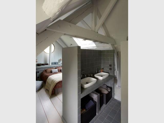 """Après : la salle de bains """"cube"""" - Rénovation Rambouillet - grange"""