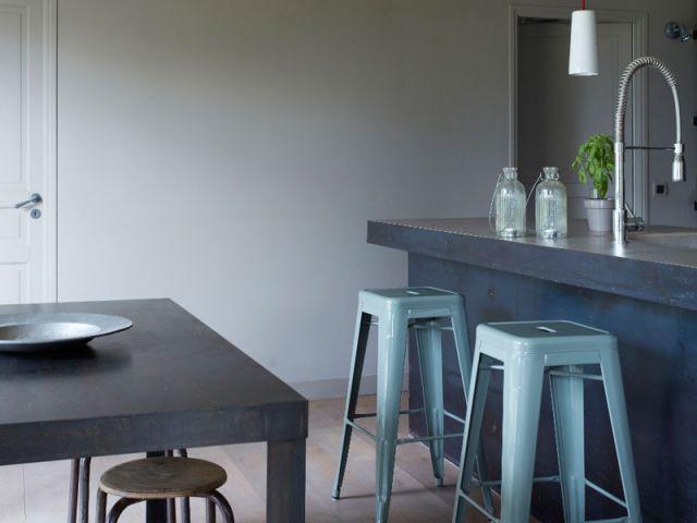 Mélange de mobilier chiné et d'objets neufs - Rénovation Rambouillet - grange