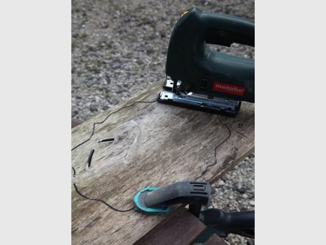 Etape 3 : Découpez le dessin sur le bois - Heïdi Vallon