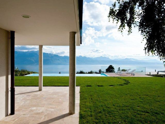 Vue de la maison - Piscine suisse