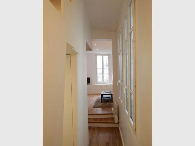 Après - un couloir bien rempli - Appartement Cyril Rheims 29 m² Paris