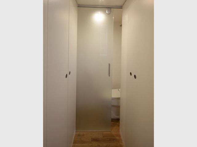 "Des toilettes ""invisibles"" - Appartement Cyril Rheims 29 m² Paris"