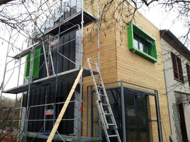 Deux ouvertures pour relier l'extension à la maison - Alternatives Architecture