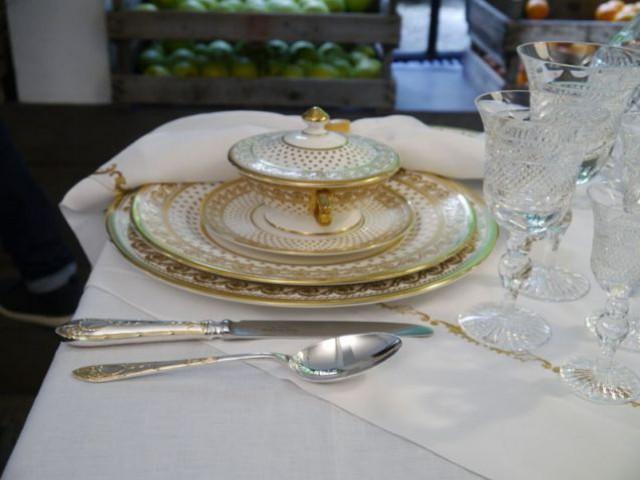 Vaisselle en porcelaine fine et dorée - Arts de la table Angleterre - Merci