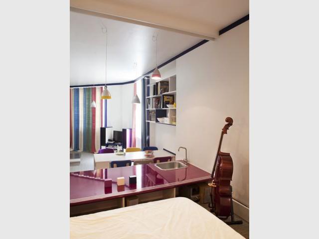 3 couleurs pour r organiser un triplex. Black Bedroom Furniture Sets. Home Design Ideas