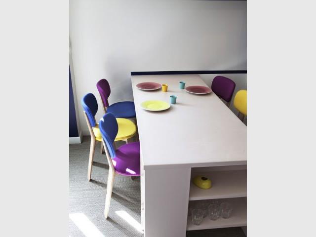 Après : la table de salle à manger - Avant/après Aude Borromée - bandes colorées