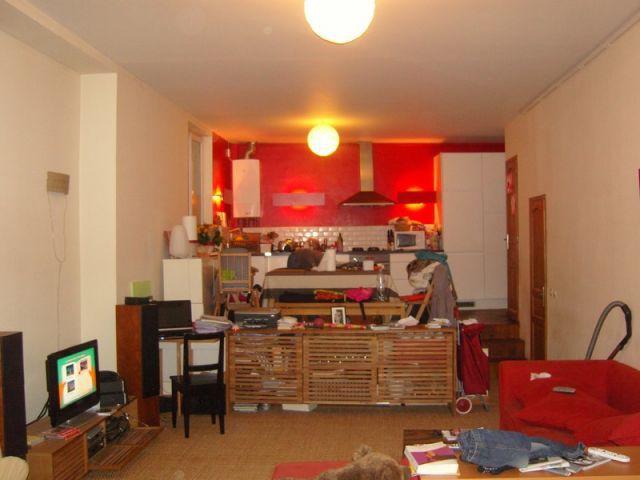 Avant : une grande pièce à vivre sans cloisons - Avant/après Aude Borromée - bandes colorées