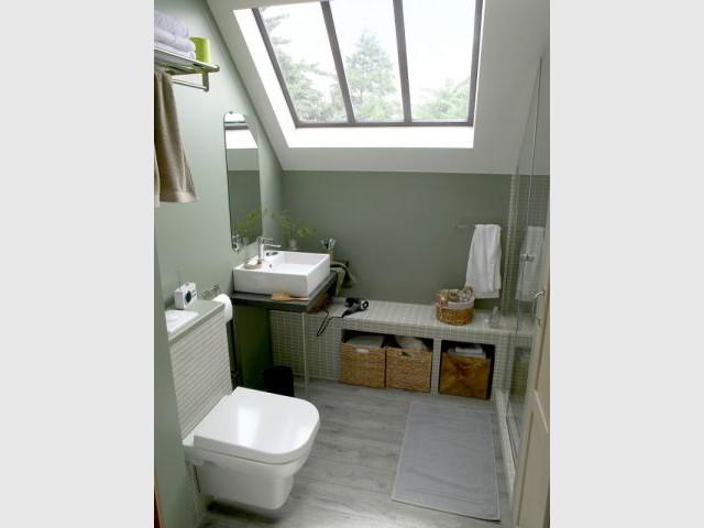 Une salle de bains sous les toits - Mini salle de bains
