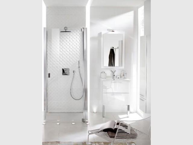Une mini salle de bains totalement immaculée - Mini salle de bains