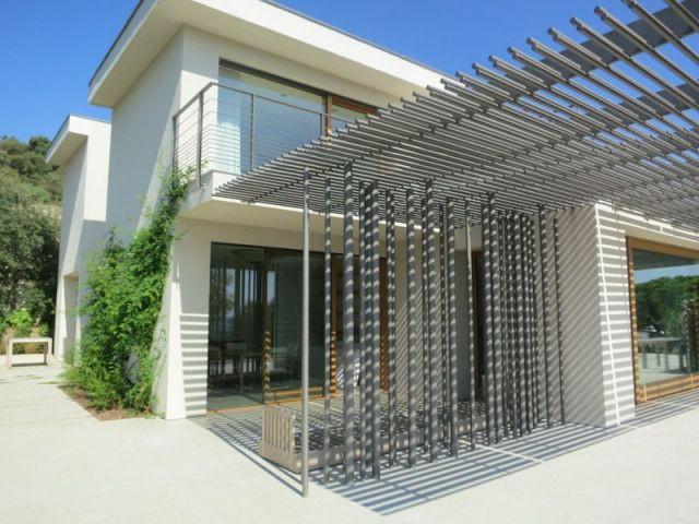Une maison avec des harpes de tubes - maison vezzoni