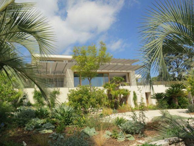 Une maison dans une nature luxuriante - maison vezzoni