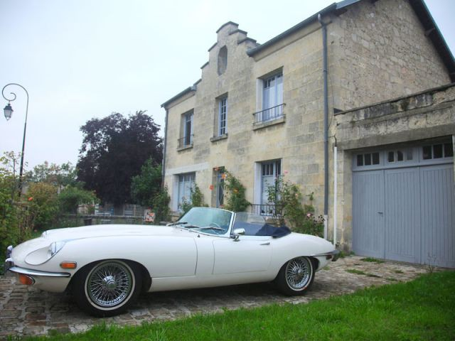 Une maison reconstruite avec les pierres d'un château médiéval - Reportage B&B Chez Ric et Fer