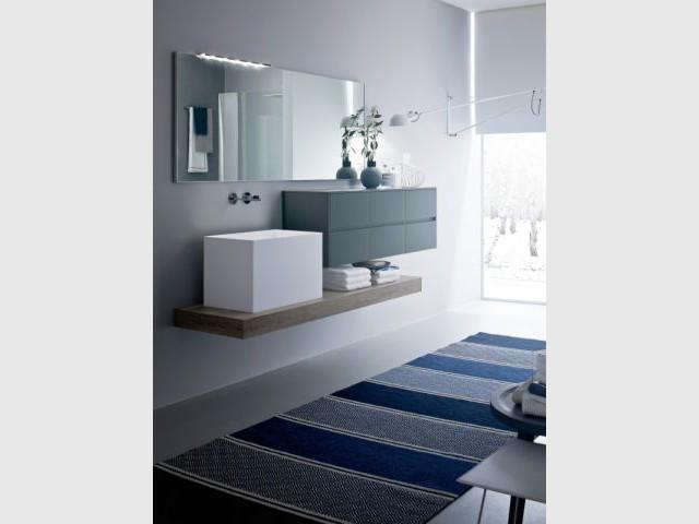 Une vasque cubique pour une salle de bains géométrique - Vasque