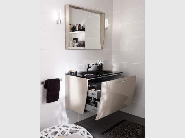 Une vasque en verre pour une salle de bains contemporaine - Vasque