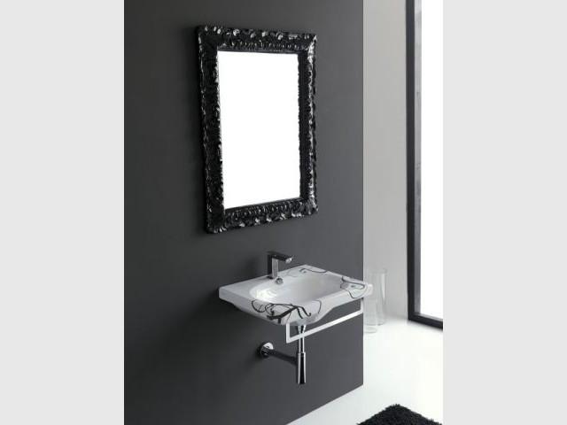 Une vasque à motifs pour une salle de bains baroque - Vasque