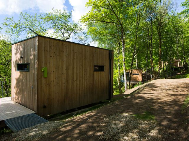 des cabanes bois et design plong es dans la nature. Black Bedroom Furniture Sets. Home Design Ideas
