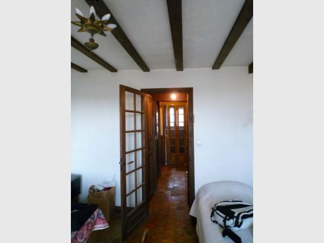 jeu de cache cache dans un appartement parisien. Black Bedroom Furniture Sets. Home Design Ideas