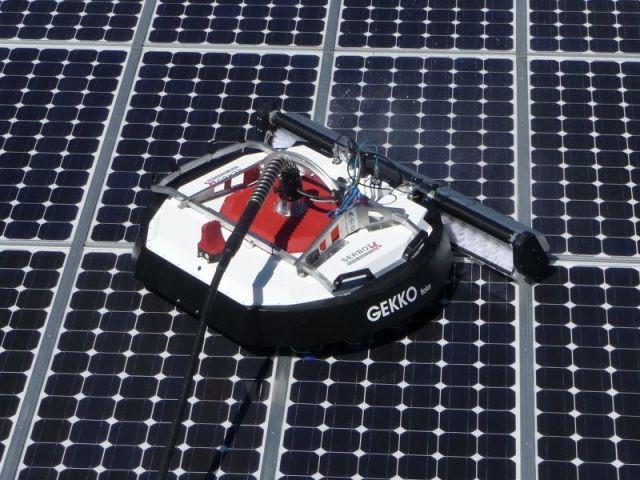 robot laveur de panneaux solaires