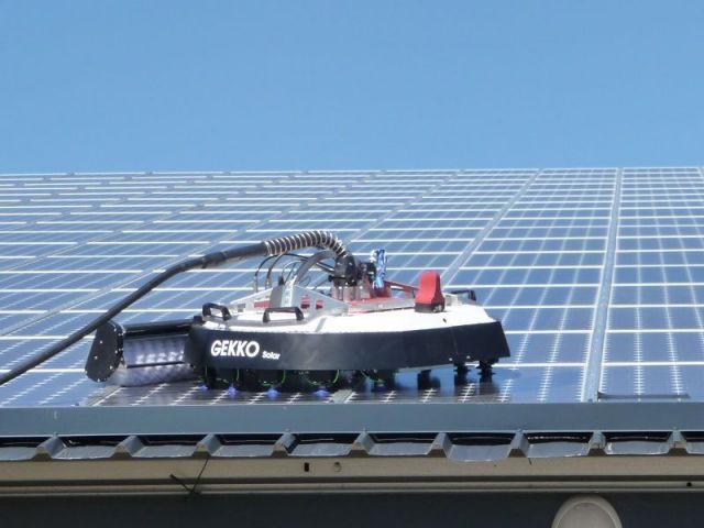 drones et robots investissent le monde du solaire. Black Bedroom Furniture Sets. Home Design Ideas