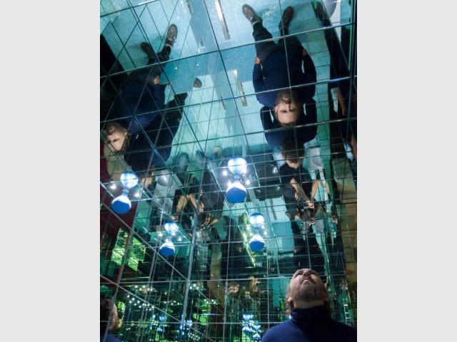 1.000 miroirs pour une introspection - Kiss Room