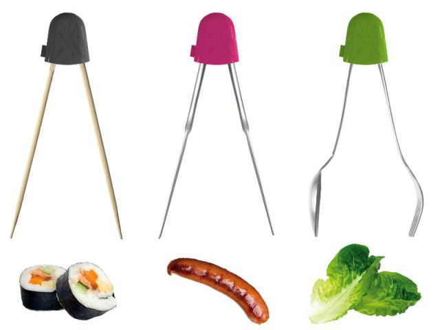 Pincer les aliments grâce à un embout adaptable - Accessoires de cuisine malins