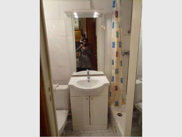 Une salle de bains vétuste - Blandine Colson/Un air de déco