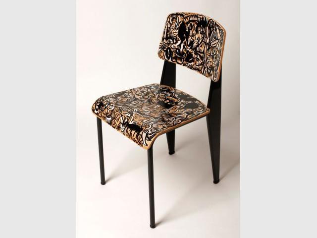50 designers revisitent la chaise standard de jean prouv. Black Bedroom Furniture Sets. Home Design Ideas