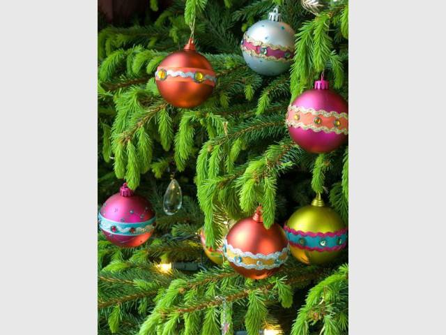 Des boules de Noël à strass et paillettes : résultat final 4/4 - Dremel