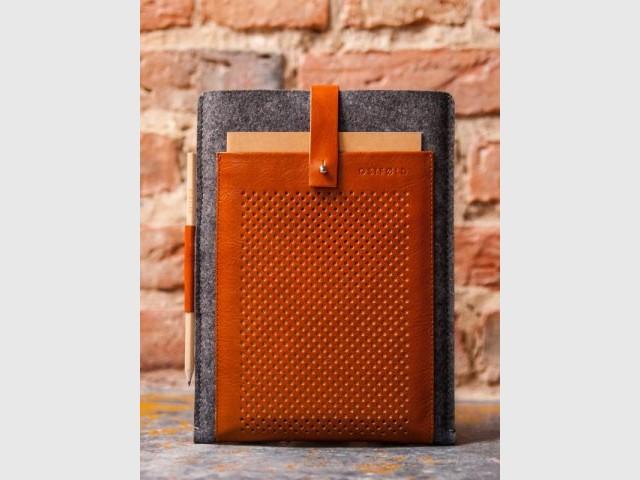 Pochette en cuir et laine - Oranjade.com : une déco au goût d'ailleurs