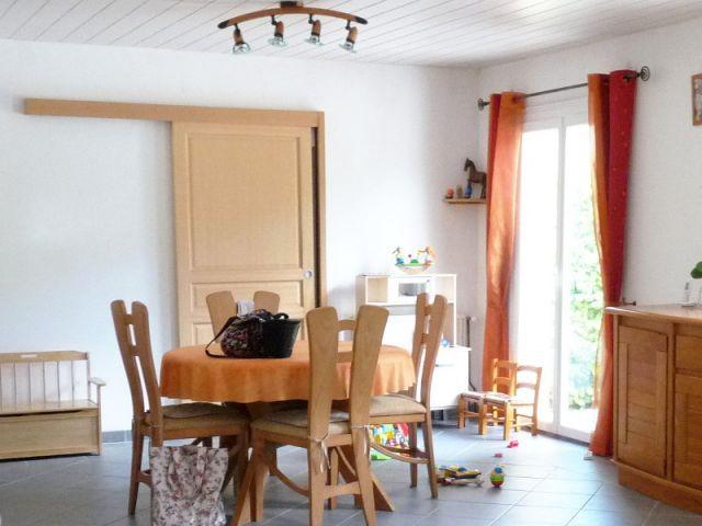 Une salle à manger démodée - Rénovation déco salon