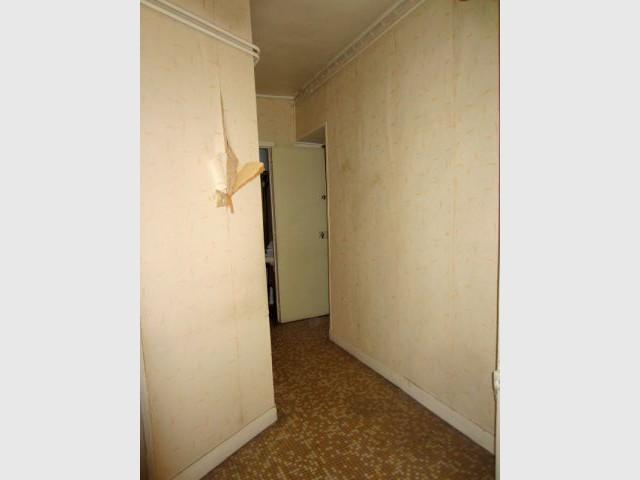 Un ancien couloir exigu et peu avenant - Rénovation décloisonnement
