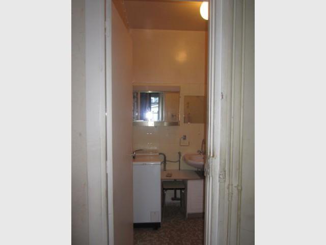 Une ancienne salle de bains mal située - Rénovation décloisonnement