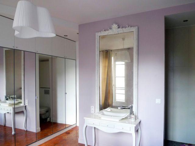 Suite parentale avec une salle de bains discrète - Rénovation décloisonnement