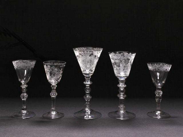 une collection priv e de verres anciens pour la premi re fois expos e. Black Bedroom Furniture Sets. Home Design Ideas