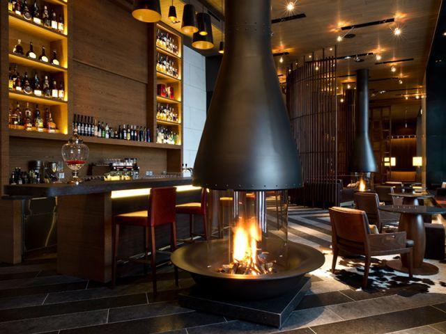 Un comptoir/bar en guise de réception - Chedi Andermatt