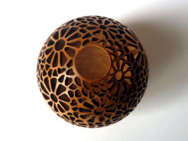 Les bulles en dentelle de bois découpé de Joss Naigeon - Une collection d'objets décoratifs dédiée au motif