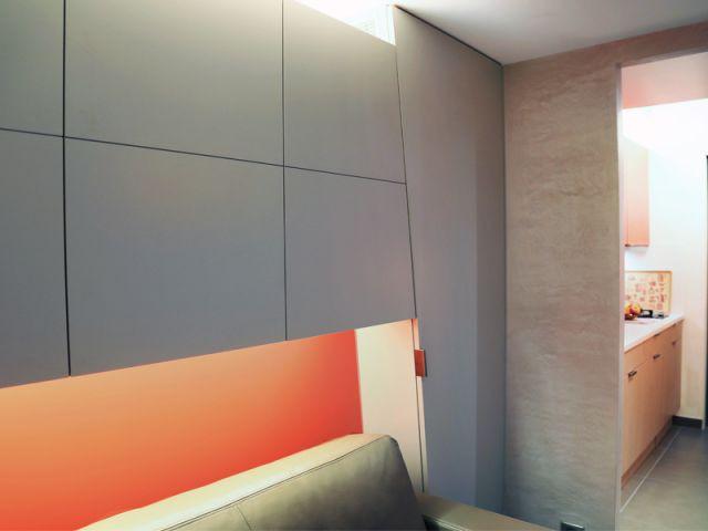 Une tête de lit orange qui donne de la profondeur - Michel Antraygues