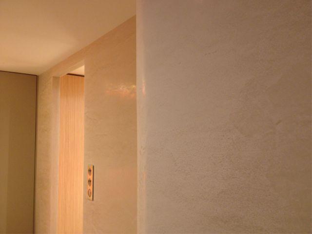 Mur arrondi peint à la chaux - Michel Antraygues