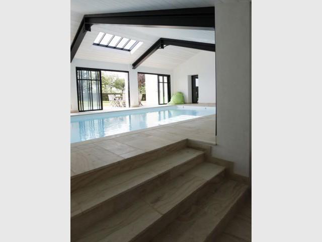 Une piscine haut degr d 39 exigence for Chauffage local piscine interieure