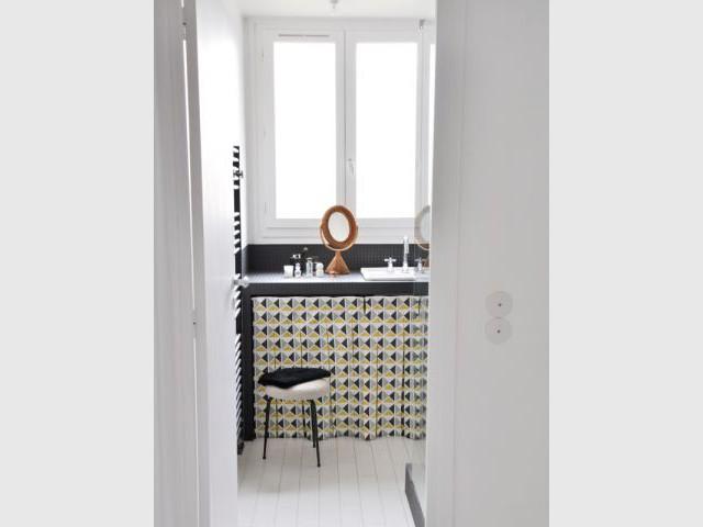 Gagner en praticité - Une salle de bain graphique et rétro