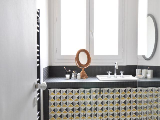 une salle de bains graphique et r tro. Black Bedroom Furniture Sets. Home Design Ideas