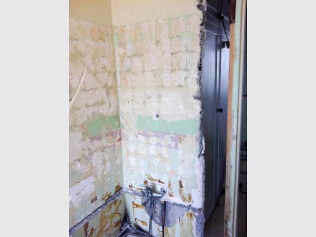 De gros travaux de plomberie - Une salle de bain graphique et rétro