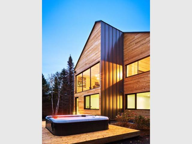Vers le confort des résidences d'antan  - Construction d'une résidence au Canada : Malbaie VIII, La Grange