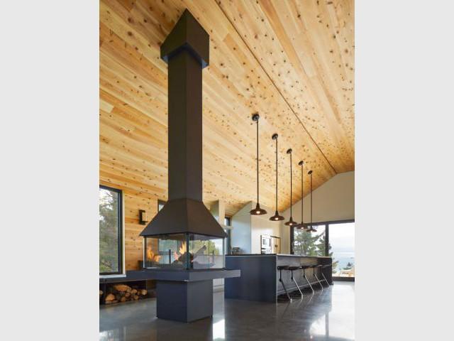 Le foyer judicieusement placé  - Construction d'une résidence au Canada : Malbaie VIII, La Grange